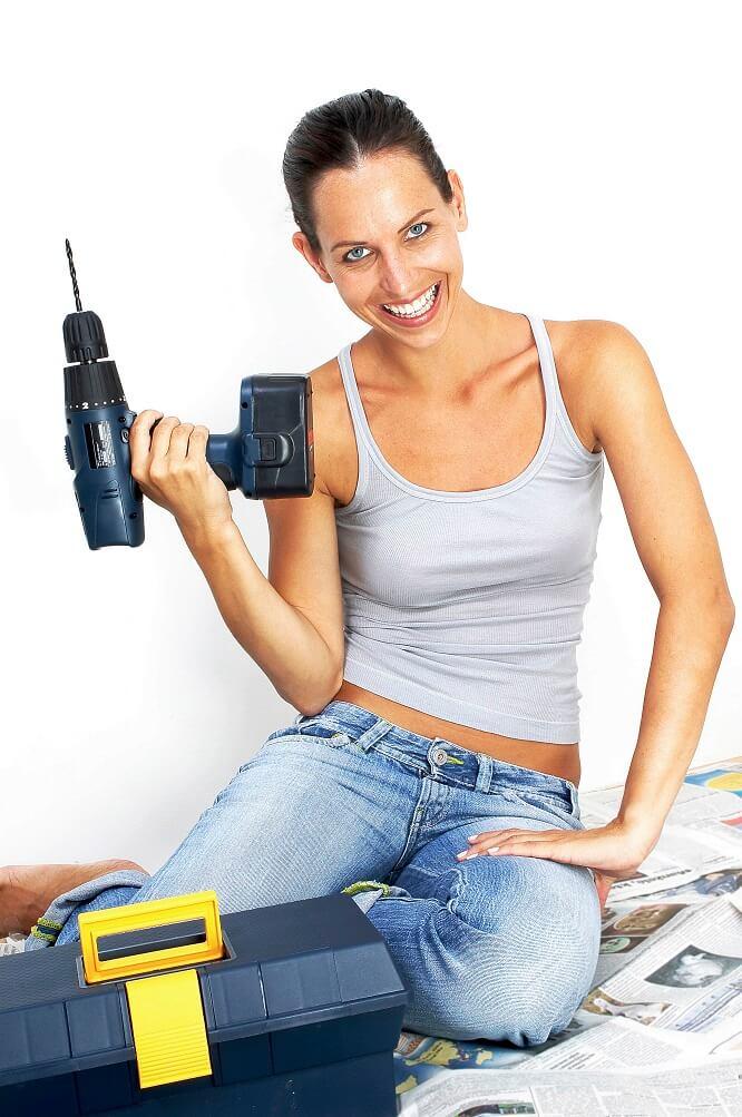 bricolage maison femme perceuse
