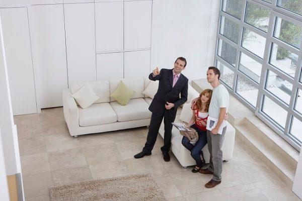 maison agent immobilier couple